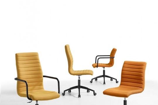 Star fauteuil à roulettes en tissu jaune et structure en métal