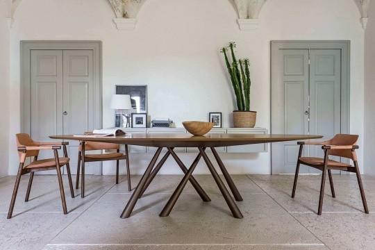 Sedia da tavolo da pranzo Suite con base in legno e seduta in cuoio