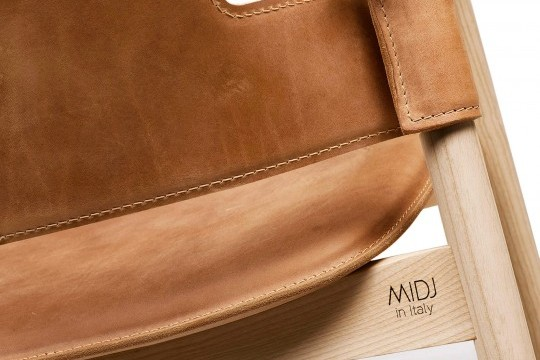 Detail of the back of the armchair back in brown leather