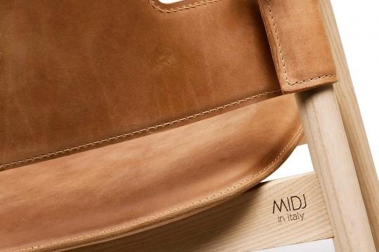 Dettaglio retro schienale poltrona Suite in cuoio marrone