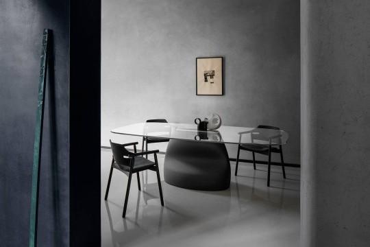Poltrona per ufficio Suite in legno verniciato nero e seduta in cuoio nero