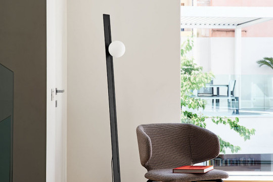 Suspense floor lamp in satin glass and black metal frame