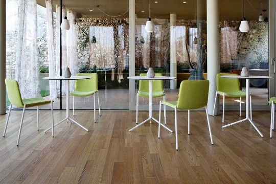 Trampoliere restaurant chair with green fabric seat and white painted metal structure