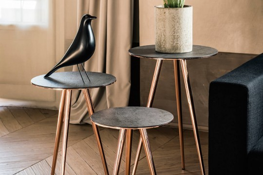 Set of three coffee tables Trip with three-leg base in pink gold-finished metal and top in ceramic savoia anthracite finish