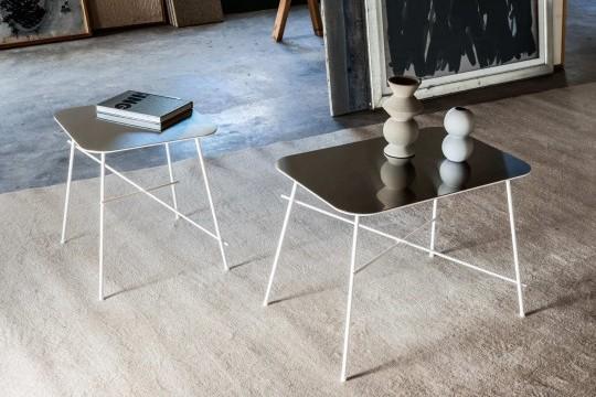 Ensemble de deux tables basses Walter en versions rectangulaire et carrée