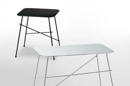 Table basse Walter en version carrée noire et en version rectangulaire avec pieds en métal chromé et plateau en acier inoxydable