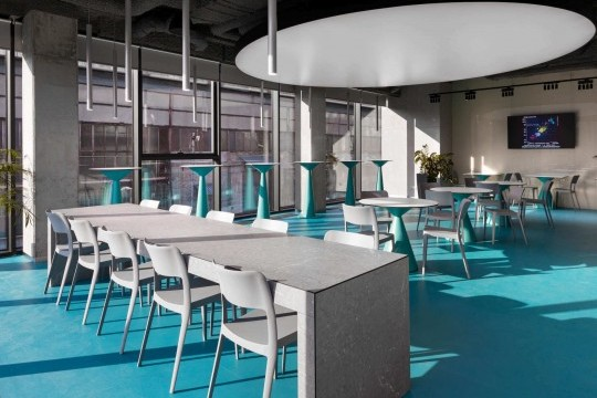 Nenè design plastic chairs in the cafè of the Dtek Academy