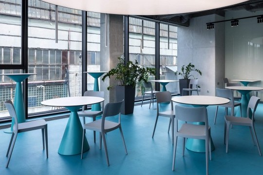 Nenè modern plastic chairs in polypropylene in the bar of the Dtek Academy