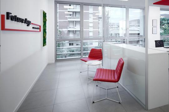 Sedie da attesa Cover con base a slitta in metallo bianco e rivestimento in tessuto rosso