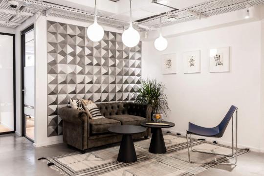 Apelle lounge in blue hide